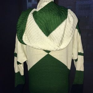 Tops - Women's Green & White Sweater W/ Matching Scarf S